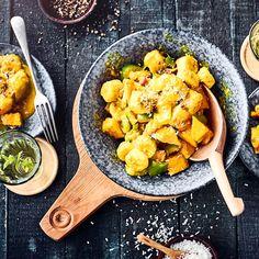 Maultaschen-Auflauf - Rezept   EDEKA Homemade Baked Potato Chips, Fried Potato Chips, Vegan Potato Curry, Baked Baby Potatoes, Herb Roasted Potatoes, Superfood, Sweet Potato Cookies, Coconut Milk Soup, Runes