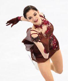 Evgenia Armanovna Medvedeva エフゲニア・メドベージェワ⛸ Kim Yuna, Figure Skating Olympics, Russian Figure Skater, Figure Ice Skates, Skater Outfits, Medvedeva, Ice Skaters, Ice Dance, Figure Skating Dresses