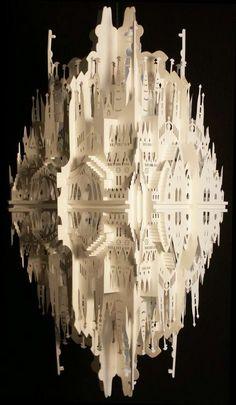 Montar escultura de papel sobre espelho