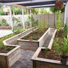 15+ INSPIRING RAISED GARDEN BEDS BEST FOR YOUR OUTDOOR DECOR - Designs can be improved by adding structure and height when building a raised garden. Soil erosion is a problem in some gardens and can be cured by building a raised garden bed.  #INSPIRINGRAISEDGARDENBEDSBESTFORYOUROUTDOORDECOR #OUTDOORDECOR #RAISEDGARDENBEDDESIGN Veg Garden, Vegetable Garden Design, Vegetable Gardening, Container Gardening, Indoor Garden, Raised Vegetable Gardens, Vegetables Garden, Raised Gardens, Garden Soil
