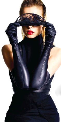 I need for long gloves to return to mainstream fashion.and for the comeback to include leather ones. Black Leather Gloves, Leather And Lace, Elegant Gloves, Mode Glamour, Gloves Fashion, Long Gloves, Fashion Moda, Color Negra, Black Is Beautiful