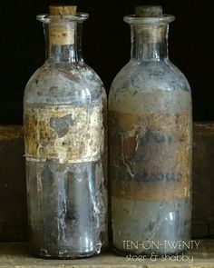 Ten-on-Twenty#shabby#brocante#vintage#old bottles#@home#binnenkijken