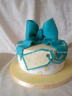 Torta pacco regalo | gift box cake http://blog.giallozafferano.it/crociedeliziedioriana/2014/11/torta-pacco-regalo.html