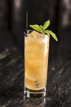 Come try the Devil Went Down to Georgia at SOCIAL inside Palms Casino Resort in #Vegas! Made with Jim Beam Devil's Cut Bourbon, fresh mint and lime, white peach puree, and Prosecco!