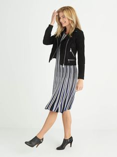 Not often you see stripes going the correct way on clothes. I like this look, can wear to work on a night out with my hubby. What to Wear Night Out New Outfits, Cute Outfits, Fashion Outfits, Fashion Tips, Fashion Vest, Fashion 2018, Womens Fashion, Fix Clothing, Anna