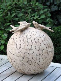 Keramiek urnen - De Urnenwinkel Sculpture Art, Garden Sculpture, Landscaping Work, Garden Totems, Landscape Elements, Ceramic Art, Artsy, Pottery, Clay