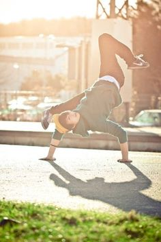 adidas, BAM, and breakdance Bild
