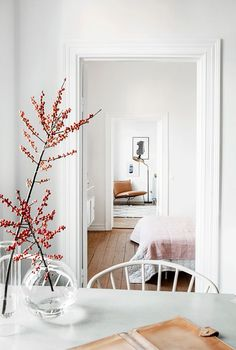 This lovely 69m2 apartment in Stockholm, Sweden, has some beautiful original features such as high ceilings and large windows. The white walls give a feeling of space and light while a few splashes of