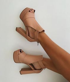 Pinterest @aeriannacarlos ✨ Twitter @HUNNYYLICIOUS FOLLOW ME// BOARD TITLE: Vintage Shoes, Sexy Heels, Stiletto Heels, Summer Shoes, Blush, Booty, Booties Outfit, Strappy Sandals, Wedge Sandals