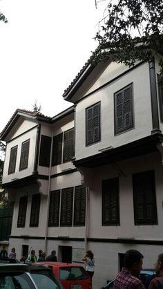 Atatürk'ün evi Selanik'te The Turk, Thessaloniki, Destruction, Greece, Mansions, House Styles, Beautiful, Greece Country, Manor Houses