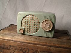 I love cool colored old radios!