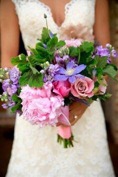 Bukiet ślubny w stylu rustykalnym, romantycznym