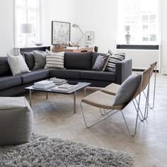 Marie-louise Warley Kjær, der er ansat i tøjfirmaet Noa Noa, sværger til en enkel indretning med rene linjer og smukt lysindfald.