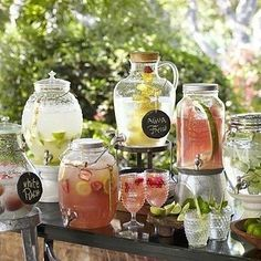 18 Unique & Creative Wedding Drink Bar Ideas for Outdoor Wedding Summer Wedding Ideas for your Wedding at The Orchard at Chesfield Mason Jar Drink Dispenser, Mason Jar Drinks, Beverage Dispenser, Juice Dispenser, Cocktails Bar, Bar Drinks, Fancy Drinks, Non Alcoholic Drinks For Wedding, Alcoholic Beverages
