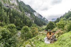 Die schönsten und speziellsten Schweizer Hotels, Herbergen und Hütten Das Hotel, Hotels, Mountains, Nature, Travel, Switzerland Destinations, Forest House, Traveling, Viajes