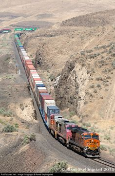 RailPictures.Net Photo: BNSF 6762 Burlington Northern Santa Fe GE ES44C4 at Trinidad, Washington by Reed Skyllingstad
