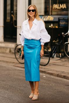 Copenhagen Style, Copenhagen Fashion Week, City Outfits, Fashion Outfits, Blue Fashion, Girl Fashion, Street Style Summer, Colourful Outfits, Casual Summer Outfits