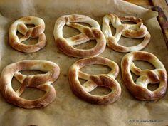 Covrigi de casa cu sare | Savori Urbane Onion Rings, Sari, Urban, Ethnic Recipes, Food, Saree, Essen, Meals, Yemek