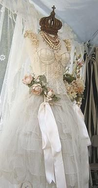 I love dress forms, antique gowns, roses, lace, & crowns.so this is perfect! Vintage Shabby Chic, Vintage Lace, Vintage Dresses, Vintage Outfits, Antique Lace, Vintage Stuff, French Vintage, Corsage, Dress Form Mannequin