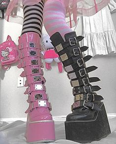 Pastel Goth Outfits, Pastel Goth Fashion, Edgy Outfits, Grunge Outfits, Cute Outfits, Fashion Outfits, Pastel Goth Shoes, Aesthetic Grunge Outfit, Aesthetic Shoes