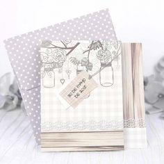Invitación de boda con sobre de lunares blancos original