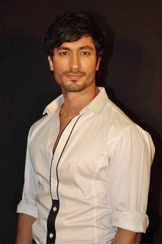 Vidyut Jamwal, Indian film actor, model & martial artist, b. 1980