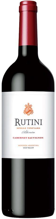 """Rutini Single Vineyard"" Cabernet Sauvignon 2012 - Rutini Wines, Tupungato, Mendoza----------------- Terroir: Paraje Altamira (San Carlos)-------------------------Crianza: 14 meses, roble Francés nuevo y roble Francés de segundo uso. Wine Vineyards, Wine Collection, Wine Packaging, Wine Design, Wine Labels, Wine And Beer, Cabernet Sauvignon, Wineries, Cellar"