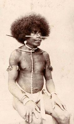Papua (Indonesia)   Portrait of Geelvink Bay man.  Manokwari, West Papua province   ca. 1905 - 1915, photographer unknown