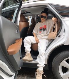 Best Picture For tomboy outfits jeans For Your Taste You are looking for something, and it is going Chill Outfits, Swag Outfits, Dope Outfits, Retro Outfits, Trendy Outfits, Fashion Outfits, Cute Tomboy Outfits, Club Outfits, Summer Outfits