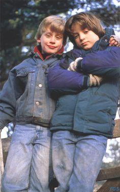Macaulay Culkin and Elijah Wood on the set of The Good Son Child Actors, Young Actors, Tv Actors, Actors & Actresses, Elijah Wood, The Good Son, Beauty Of Boys, Macaulay Culkin, Catholic Kids