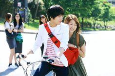 Heartstrings. Jung Yong Hwa's outfit & Park Shin Hye's dress