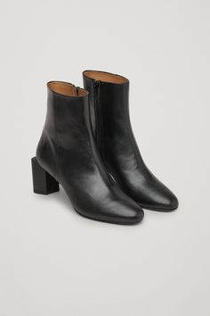 Front image of Cos sculptural leather ankle boots in black Mid Calf Boots, Black Ankle Boots, Leather Ankle Boots, Knee High Boots, Black Shoes, Over The Knee Boot Outfit, Minimalist Shoes, Flat Boots, Manolo Blahnik