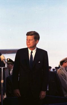 1962. 12 Septembre. President John F. Kennedy arrives in Houston to huddle with NASA's leadership and address a national audience from Rice to bolster his initiative to land American astronauts on the moon. Photo: HC Staff.