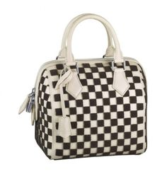 The Louis Vuitton Spring/Summer 2013 Signature Damier Bags Collection is here to bling you up en vogue. Cheap Designer Handbags, Lv Handbags, Handbags Online, Handbags Michael Kors, Louis Vuitton Handbags, Louis Vuitton Damier, Brown Handbags, Discount Handbags, Designer Bags