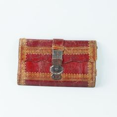 The red leather wallet Abby passes up in favor of the plainer one for the captain