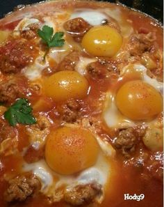 Kefta tajine with eggs and potatoes – Welcome to Ramadan 2019 Meat Recipes, Vegetarian Recipes, Snack Recipes, Recipies, Algerian Recipes, Ramadan Recipes, Party Food And Drinks, Diy Food, No Cook Meals