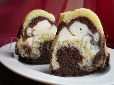 Dobrou chuť: Vrstvená bábovka s tvarohem Czech Desserts, Cookie Recipes, Dessert Recipes, Czech Recipes, Freezer Cooking, Sweet Cakes, Pavlova, Cake Plates, Pound Cake