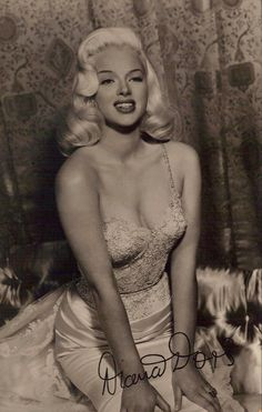 STRANGE OLDE STARLETTES - BEAUTIFUL BLONDE DIANA DORS - BIG SMILE - SEXY DRESS! - THE ENGLISH MARILYN MONROE!