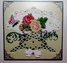 Carte faite début mai 2015, vert foncé et vert tendre, découpes M.D. roses montées en 3D décorée de coins stickers et perles