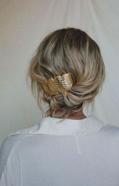 wedding hair dos hair extensions bun wedding hair hair clips swept wedding hair bun wedding hair hair with combs wedding hair updos Cabelo Inspo, Curly Hair Styles, Elegant Wedding Hair, Wedding Bride, Hair Wedding, Corte Y Color, Good Hair Day, Pretty Hairstyles, Wedding Hairstyles