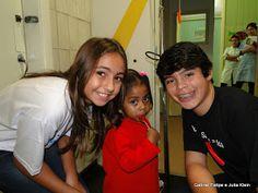 Os atores mirins Gabriel Felipe e Julia Klein visitaram a pediatria do Hemorio ~ Cine Planeta