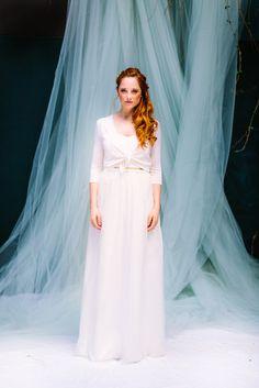 noni Federleicht Brautkleider 2017 | modernes Boho Hochzeitskleid mit Spitze im Rücken und Spaghettiträgern (www.noni-mode.de - Foto: Le Hai Linh)