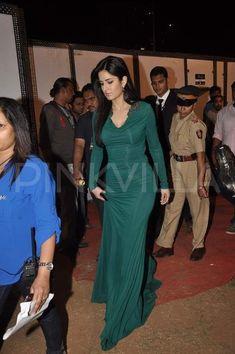 Katrina Kaif at Umang 2014 Indian Bollywood Actress, Bollywood Actress Hot Photos, Bollywood Celebrities, Wardrobe Fails, Best Bollywood Movies, Katrina Kaif Photo, Floor Length Dresses, Modern Outfits, Beautiful Indian Actress