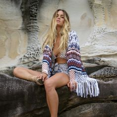 For the globe trotting gypsy, enter our vintage-style Sienna Kimono in dusty Arizona print. This billowing season staple falls just below the knee, with white tassels draping from the hem and oversized 3/4 sleeves.PRODUCT INFO  Fabric is 100% Rayon Model is 176cm and wears a size SMDIMENSIONS  SHOULDERS (flat width) - SM:44cm | ML:50cm  LENGTH - SM:118cm | ML:121cm Sizing is very flexible and designed as an oversized, throw-over piece