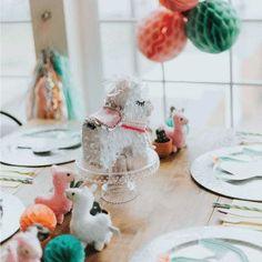 DIY cactus balloon ideas for a cactus themed baby shower or party Cute Baby Shower Ideas, Simple Baby Shower, Boho Baby Shower, Baby Shower Thank You, Baby Shower Signs, Baby Shower Fall, Baby Shower Games, Cactus Balloon, Cactus Craft
