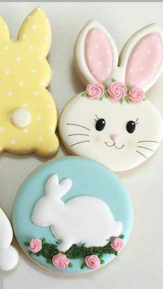 So excited for spring to come in March 💐 cookies Wiggle Flower Bunny Cookies - Hayley Cakes and Cookies Summer Cookies, Fancy Cookies, Iced Cookies, Cute Cookies, Holiday Cookies, Cupcake Cookies, Cookie Favors, Flower Cookies, Heart Cookies