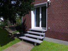 Treppe Aussen Haus Eingang Podest Naturstein Granit Beton Stufe Tritt hellgrau