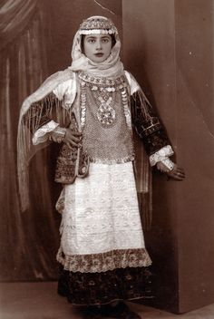 Gypsy Costume, Embroidery Fashion, Portrait Photo, Fabric Art, Traditional Dresses, Folk Art, Greece, Culture, Greek Costumes