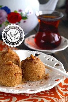 One of the most well-known sweets of the Ottoman Cuisine is semolina halva with milk or pine nuts, it's done in the Turkish houses since hundreds of years. Turkish Sweets, Turkish Recipes, Dessert Recipes, Desserts, C'est Bon, Biscuits, Sweet Treats, Food And Drink, Cooking Recipes