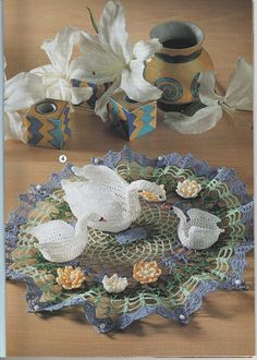 Free Crochet Swan Pattern – Marulu Rodrigues – Picasa tīmekļa albumi Crochet Dollies, Crochet Birds, Crochet Doily Patterns, Thread Crochet, Filet Crochet, Irish Crochet, Crochet Animals, Crochet Designs, Crochet Stitches